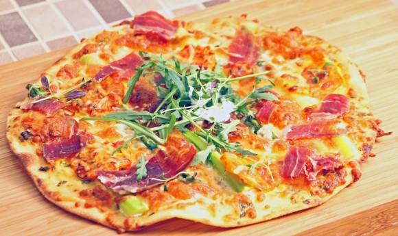 Gourmet pizza bianco